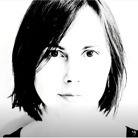 """De website voor zangeres Charllotte Karlsted, charllottemusic.com, is een """"one-page"""" website met uitstraling, aandacht voor sfeer en veel ruimte voor muziek en video's. Ga er eens luisteren… Deze dame kan echt wat!"""